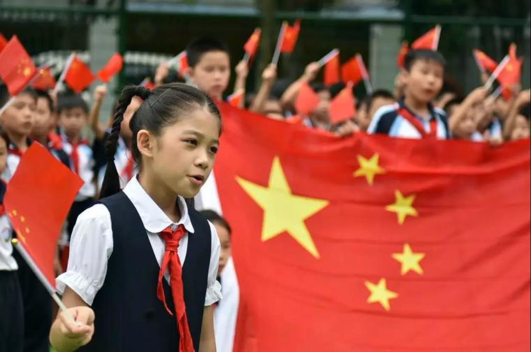 惠景小学齐唱《我和我的祖国》班体检,图片来源林立:惠景小学 副本.jpg